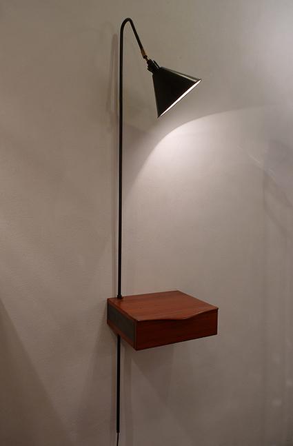 Tiroir scandinave et lampe orientable, haut. réglable. VENDU